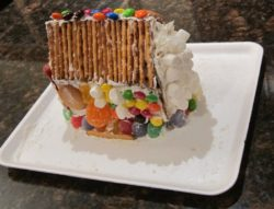 Gingerbread house recipe foodieportal for How do you make a gingerbread house