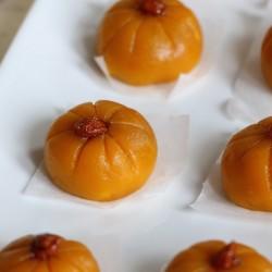 Steamed Pumpkin Mochi